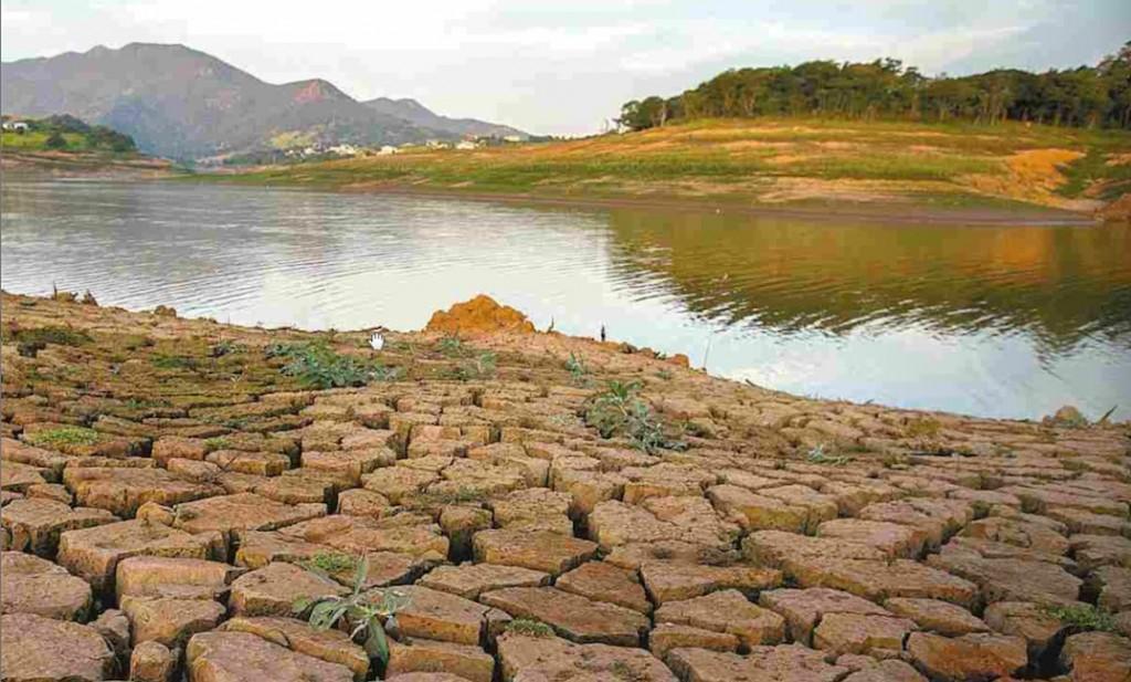 Represa Jaguari-Jacareí, do Sistema Cantareira, em Bragança Paulista (SP), em 16 de maio (Imagem: Marlene Bergamo/FolhaPress)