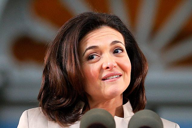 Sheryl Sandberg, chefe operacional do Facebook, em pedido de desculpas por uso de dados de usuários na quarta-feira (2.jul). Imagem: Brian Snyder/Reuters