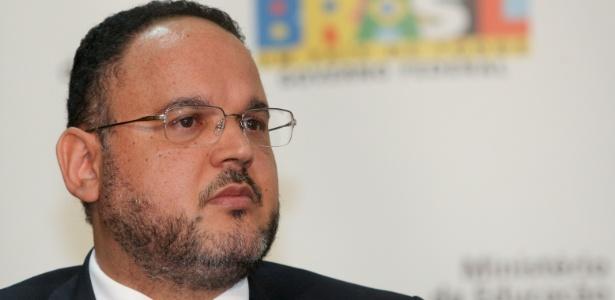 O ministro da Educação, Henrique Paim, que assinou contrato de gestão no valor de R$ 247 milhões para criação do Campus do Cérebro em Macaíba (RN). Imagem: Alam Marques/Folhapress
