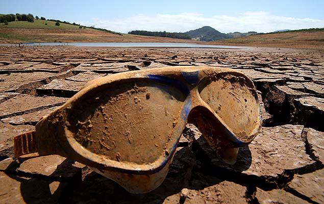 Reservatório Jaguari-Jacarí, em Bragança Paulista (SP), que faz parte do sistema Cantareira. Imagem: Luiz Moura/Folhapress, 13.out.2014
