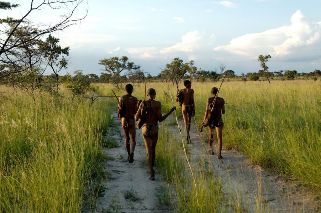 Grupo de bosquímanos, habitantes do noroeste da Namíbia. Imagem: Stephan C. Schuster/Penn State University/Divulgação