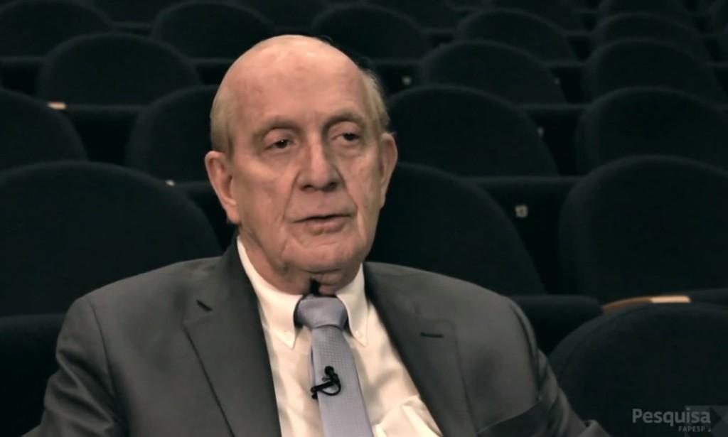 """O médico e fisiologista Thomas Maack, expulso da USP, exilado do Brasil e depois professor na Universidade Cornell, nos Estados Unidos, em depoimento à """"pesquisa Fapesp"""". Imagem: Reprodução"""