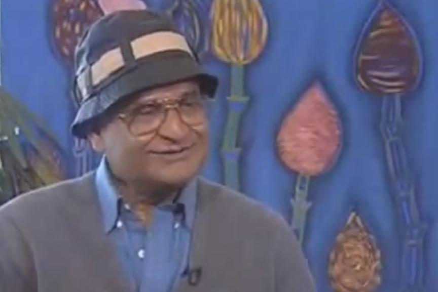 """O físico indiano Amit Goswami, autor do livro """"Criatividade Quântica"""", em entrevista à GloboNews. Imagem: Reprodução."""