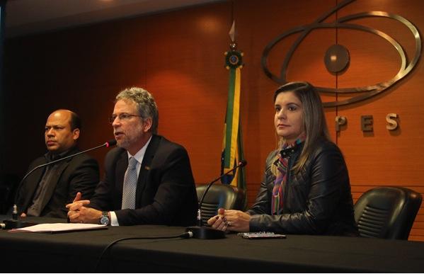 Marcio de Castro Silva Filho, diretor de Programas e Bolsas no País, da Capes, fala em reunião com bibliotecário e editores em Brasília. Imagm: Edson Morais/CCS/Capes/Divulgação