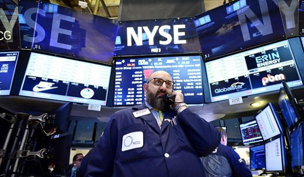 Operador da Bolsa de Valores de Nova York. Imagem: Justin Lane/Efe