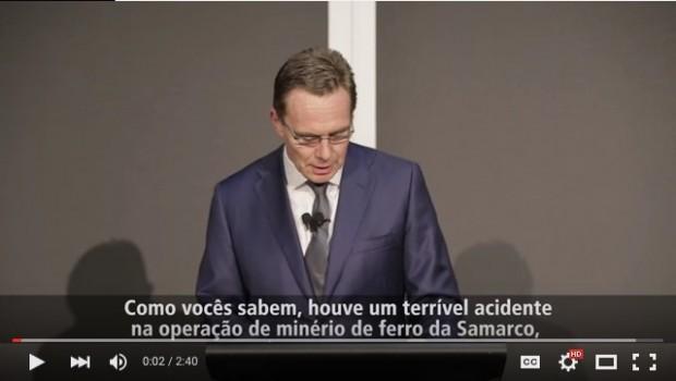 Andrew Mackenzie, CEO da mineradora anglo-australiana BHP Billiton, em pronunciamento no dia 6.nov sobre o rompimaneto de barragens da Samarco em Minas Gerais. Imagem: YouTube/Reprodução
